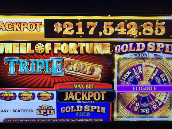 Man wins $217K on 25-cent machine in downtown Las Vegas