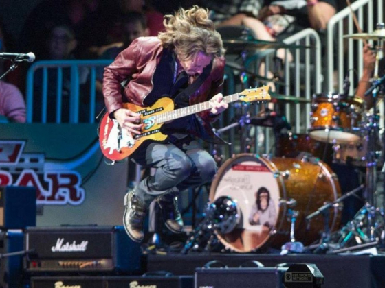 '80s icon Rick Springfield still rockin' after all these years