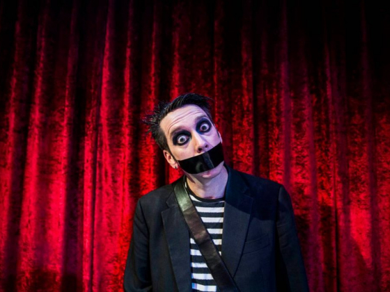 Tape Face to remove the tape in Harrah's return