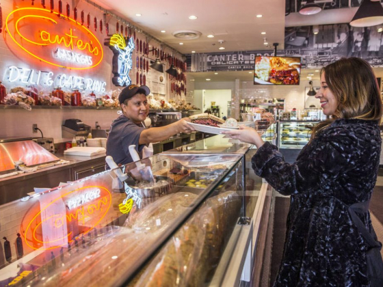 Small things set Canter's apart from other Las Vegas delis